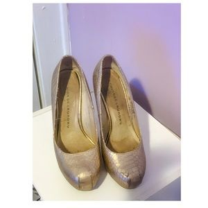 Gently Used Chinese Gold Laundry Pumps - Size 6.5
